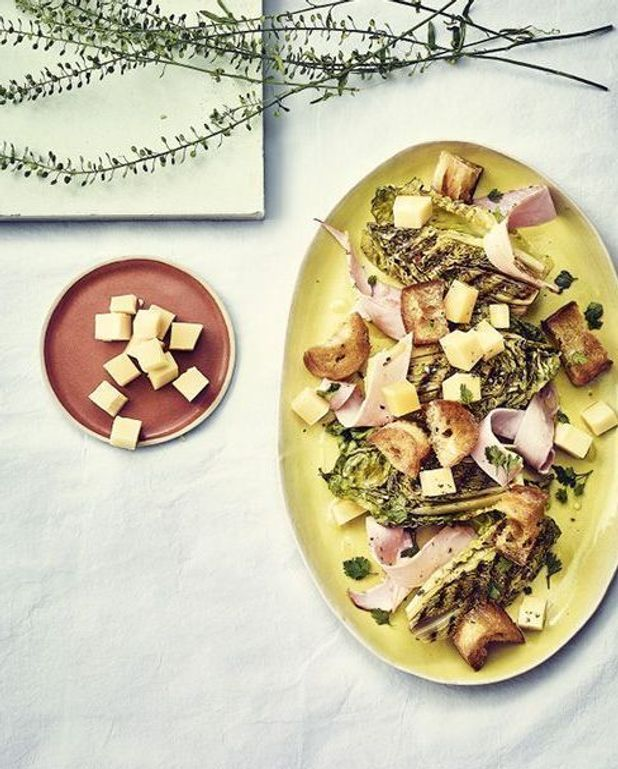 Salade parisienne au gruyère et croûtons