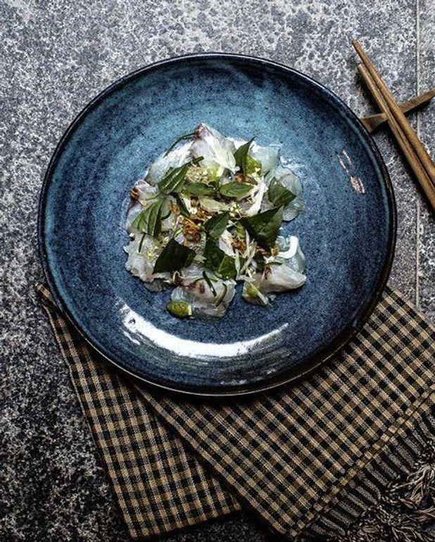 Sashimi de cobia, noix de coco fraîche, pamplemousse et piment vert