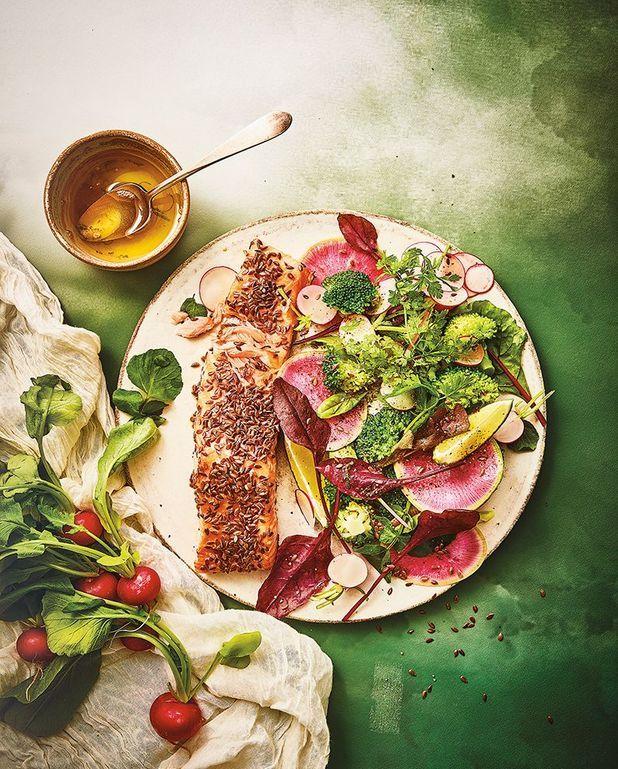 Saumon en croûte de lin et salade croquante