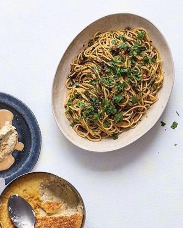 Spaghettis, sauce aux oursins et piment