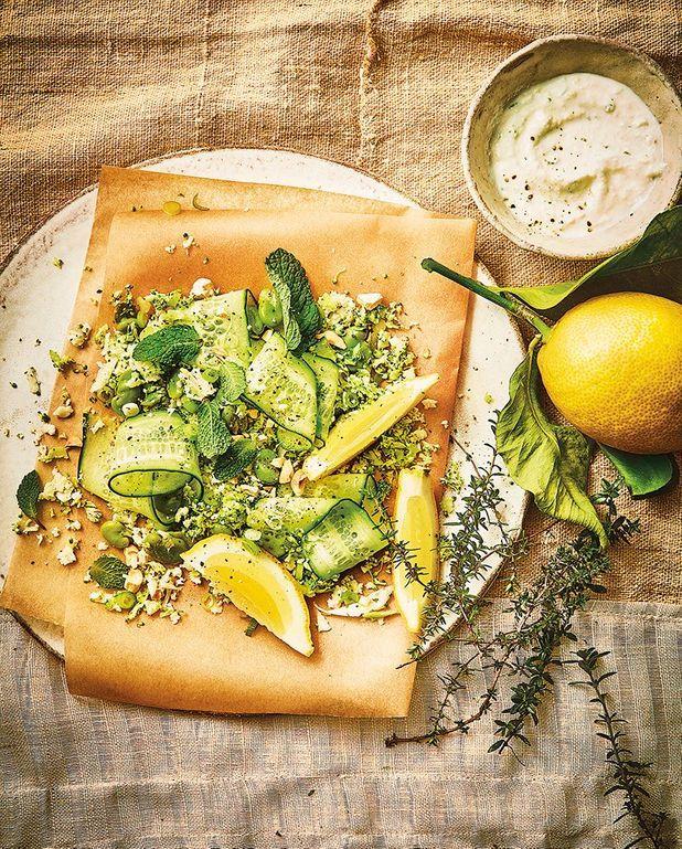 Taboulé aux fèves, chou-fleur, brocoli et concombre à la menthe