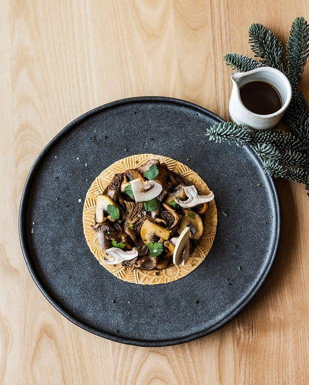 Tarte aux champignons et oignons grillés