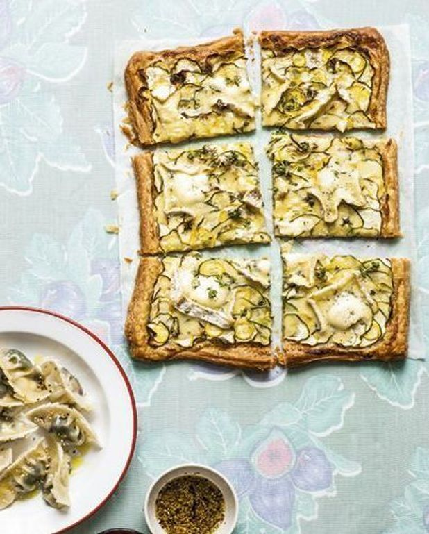 Tarte fine courgettes, chaource et thym