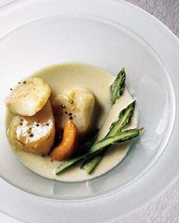 saint Jacques à la crème d'huître et asperges