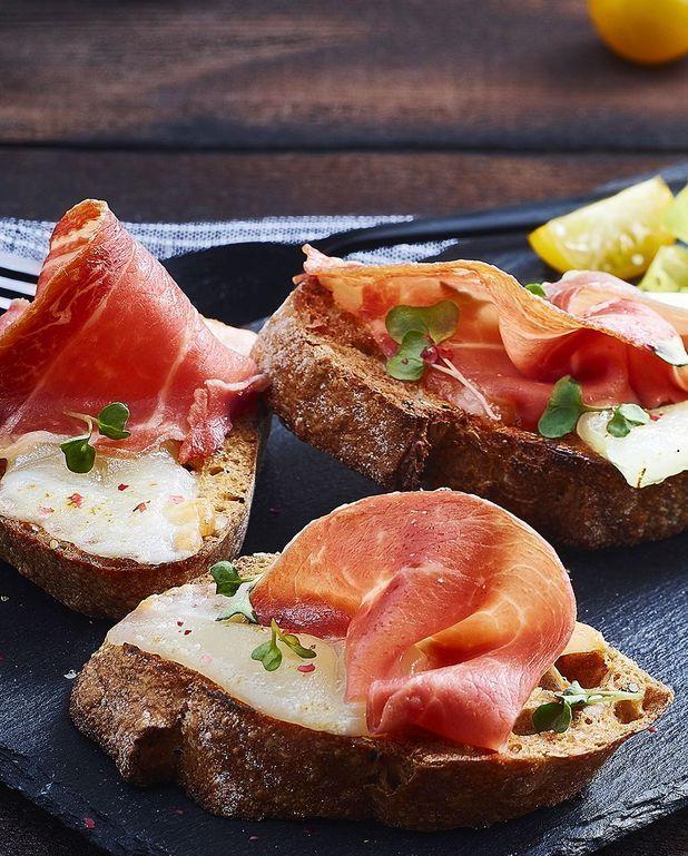 Crostini de jambon cru et fromage de brebis