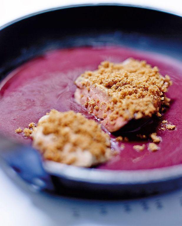 Escalopes de foie de lotte au poêlon, pain d'épices et pulpe de raisin