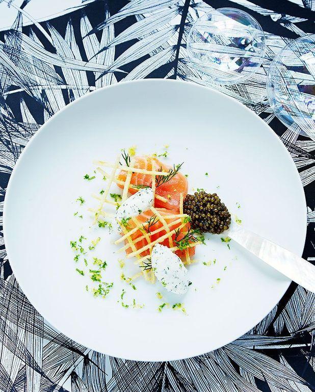 Escalopines de saumon fumé, gaufrette de pomme de terre, crème à l'aneth de Mathieu Pacaud