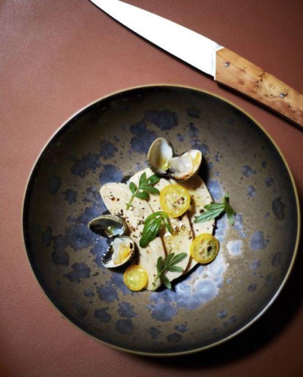 Foie gras de canard poché au bouillon de crevettes grises