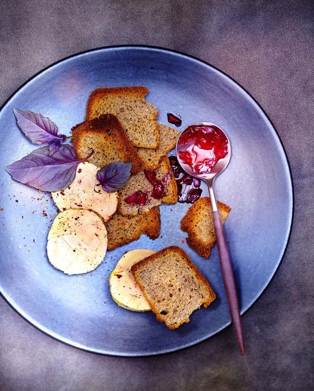 Foie gras vapeur, pain au sarrasin