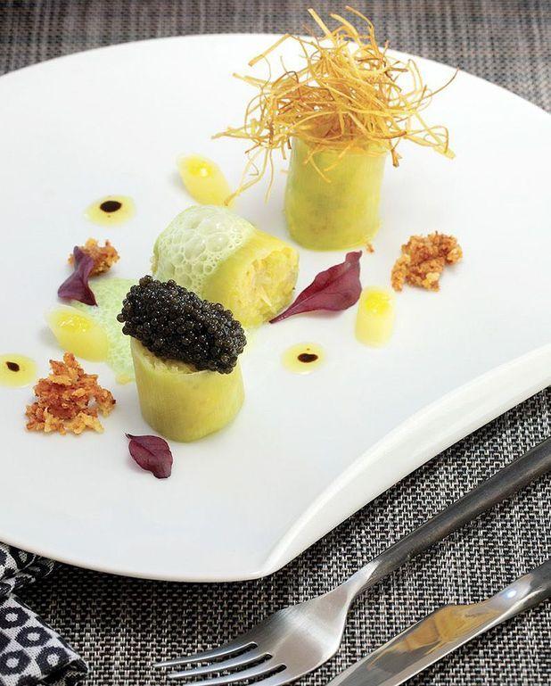 Poireau vinaigrette au caviar et son crumble de parmesan de Philippe Etchebest