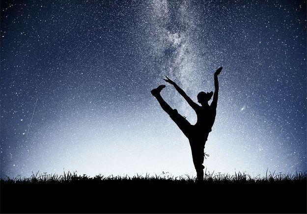 Quelle posture de yoga vous faut-il selon votre signe astrologique ?