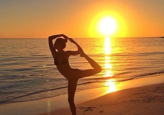 Posture du danseur face au coucher de soleil