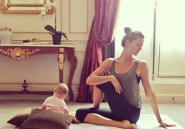 Séance de yoga matinale avec bébé