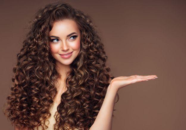 Cheveux : comment ne pas se prendre la tête avec ses boucles ?