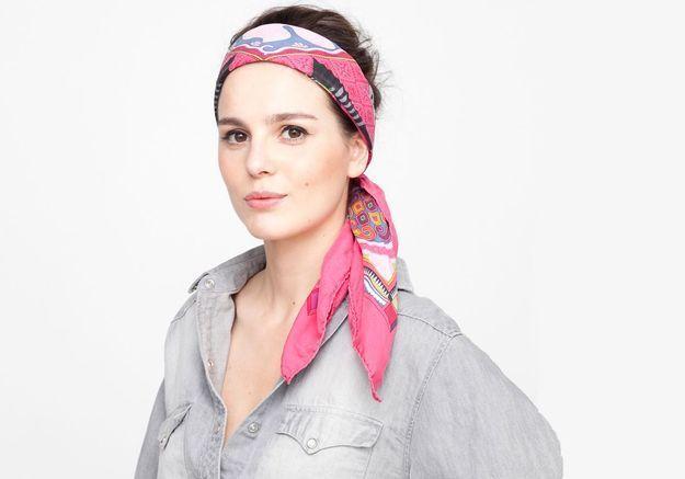 Tuto coiffure : le foulard sixties