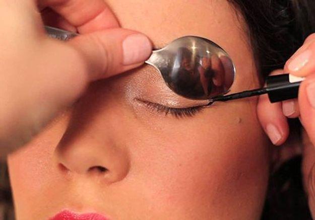 Comme choisir la crème pour la peau au cercle des oeil