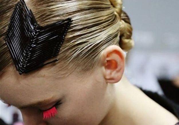 La coiffure bobby pins chez Armani