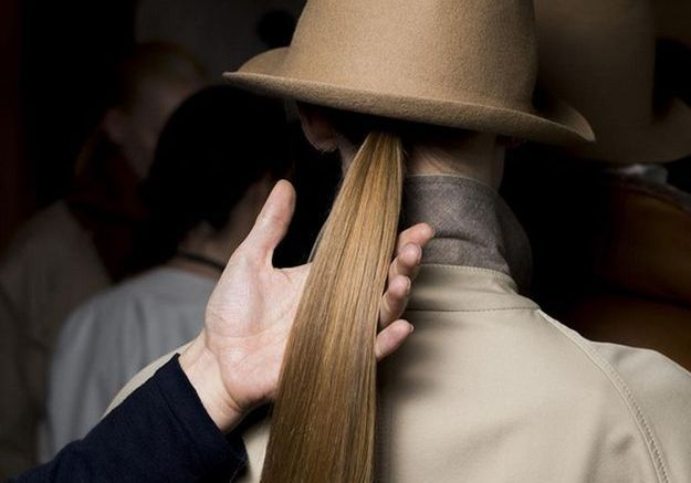 La queue-de-cheval parfaite de Delphine Courteille pour le défilé Nehera