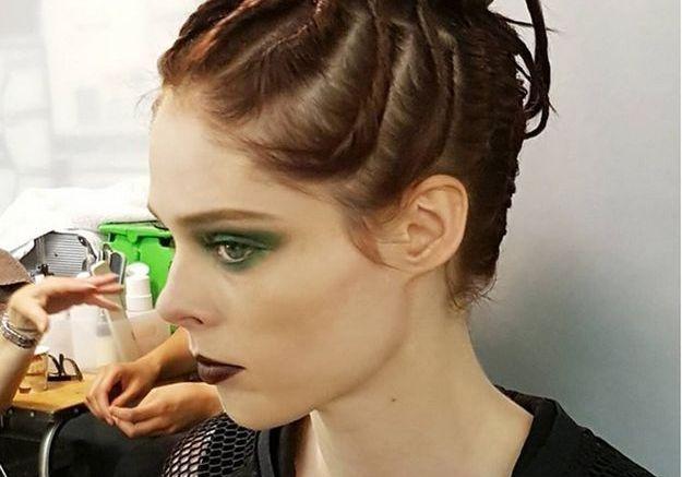 Le mannequin Coco Rocha en backstage Jean Paul Gaultier
