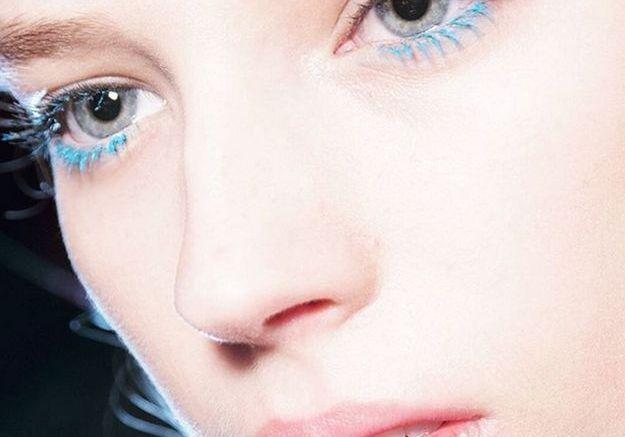 Les cils turquoise de Val Garland pour MSGM