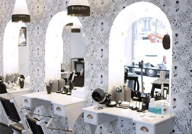 Le kiosque de beauté de L'Atelier du sourcil