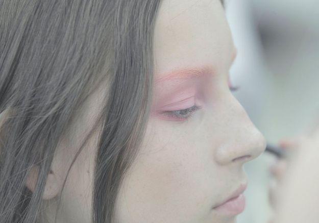 Le halo rose monte jusqu'aux sourcils, stars de la saison printemps-été 2015.