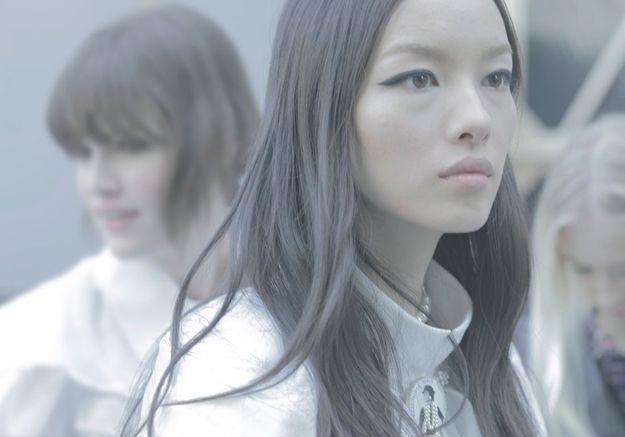 Les yeux de biche du mannequin Fei Fei Sun.