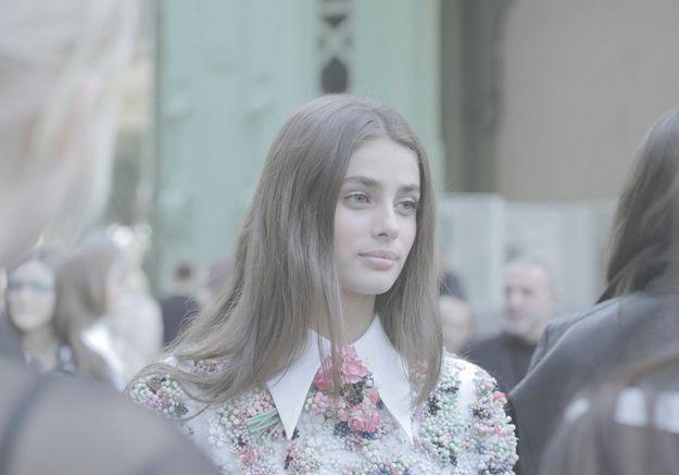 Taylor Hill, jeune fille en fleur.