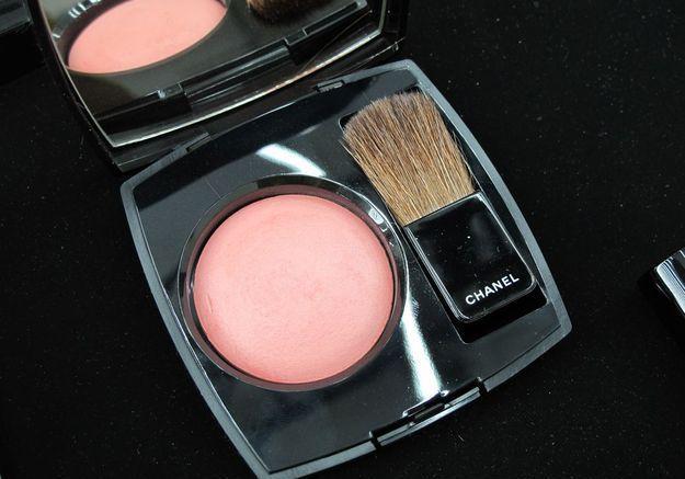 Le blush Joues Contraste de Chanel, teinte Espiègle