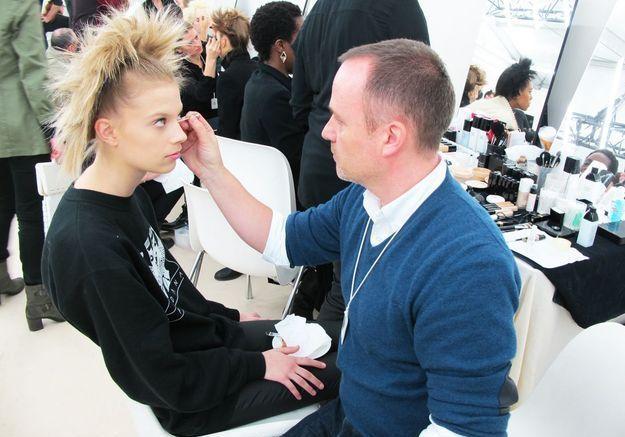 Peter Philips, aux manettes de la cabine maquillage Chanel