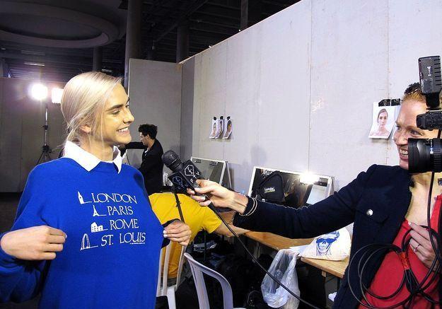 Un mannequin en pleine interview