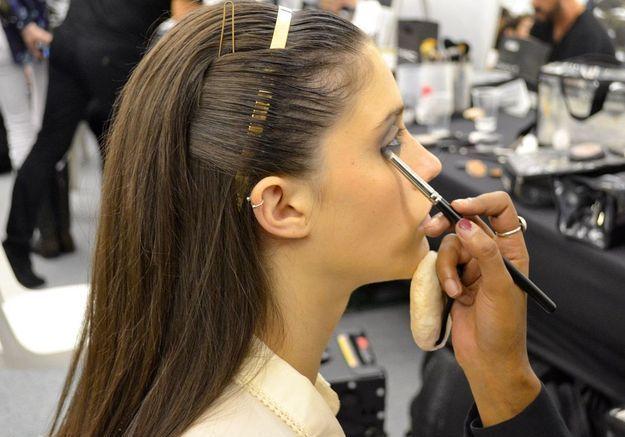 Une houppette pour protéger le maquillage