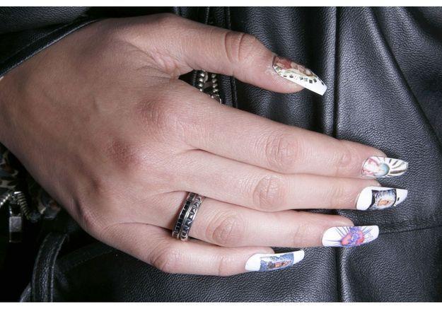 """Le nail art """"kitch religieux"""" du défilé House Of Holland"""