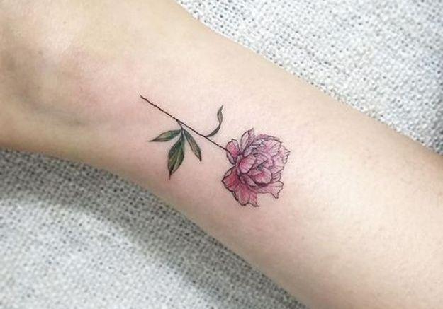 Petit tatouage pivoine