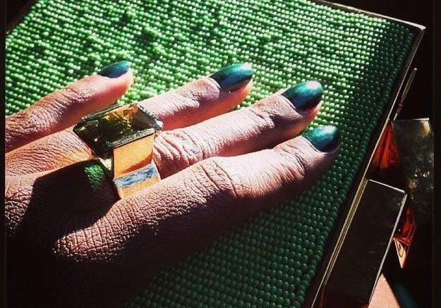 Le vernis vert scarabée de Lupita Nyong'o