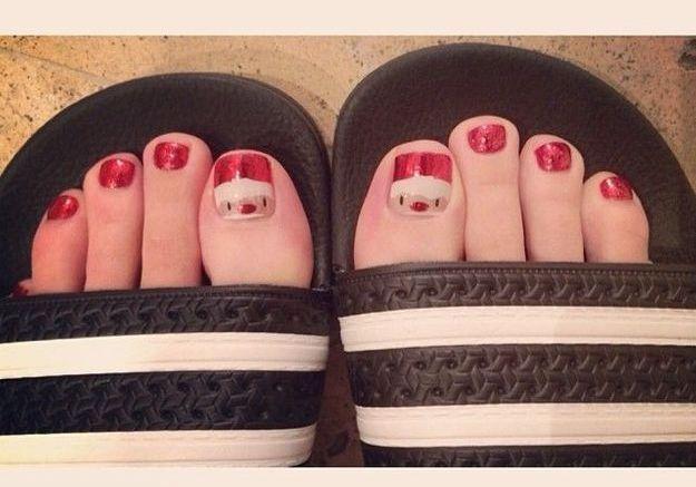 Les doigts de pied Père Noël de Katy Perry