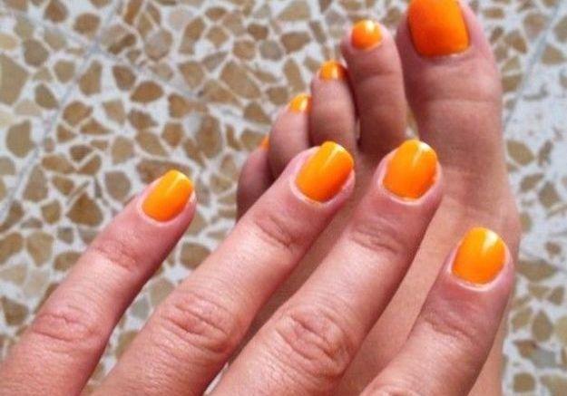 Le vernis orange d'annahoury