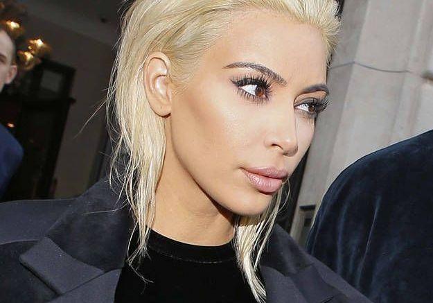 Les cheveux blonds de Kim Kardashian ont fait le buzz