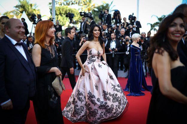 La robe rose brodée de Malika Sherawat