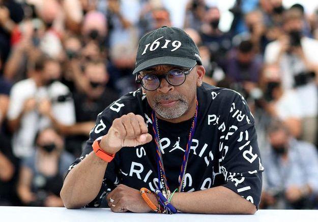 Cannes 2021 : le look streetwear de Spike Lee est-il la nouvelle élégance ?