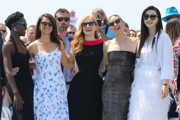 Les cinq femmes se sont pliées à l'exercice du photocall, non sans quelques fous rires