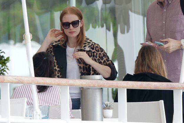 Jessica Chastain déjeune avec des amis