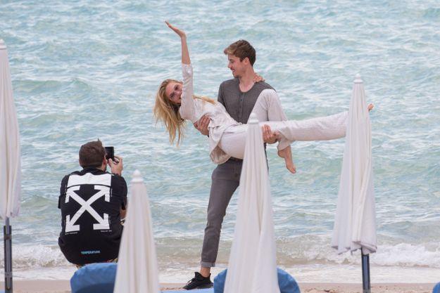 Romee Strijd s'est lancée dans une séance photo improvisée avec son petit-ami