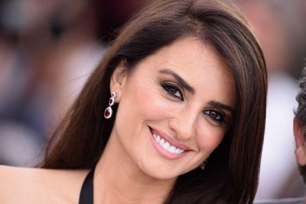 La jolie espagnole a sorti son plus beau sourire