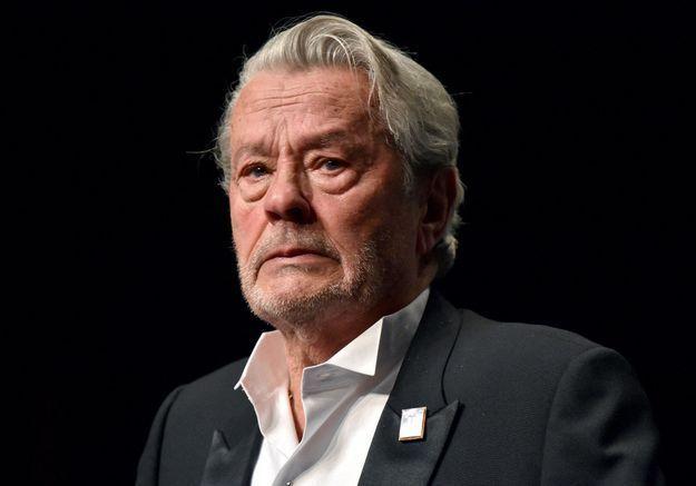 Cannes 2019 : en larmes, Alain Delon reçoit la Palme d'honneur en pleine polémique