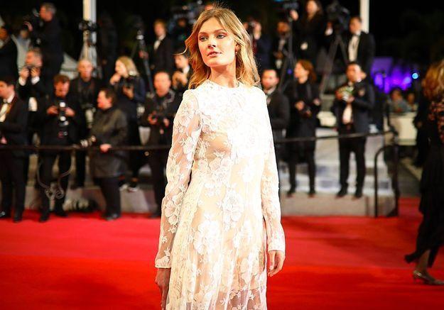 Cannes 2018 : les photos de la sublime Constance Jablonski face à Clovis Cornillac