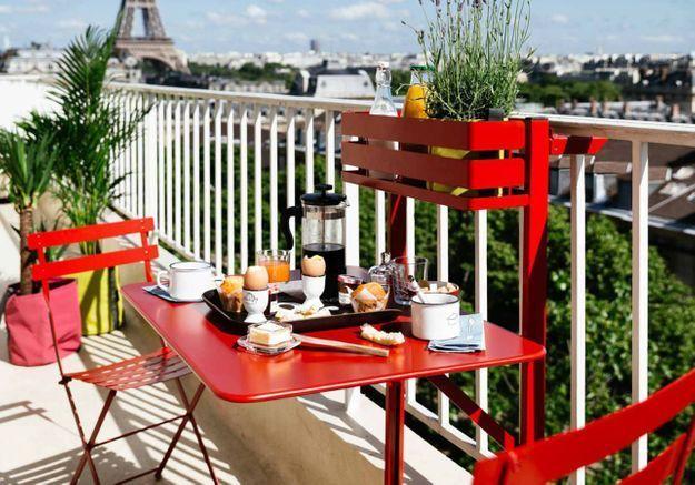 Adopter le mobilier double emploi pour un petit balcon bien pensé
