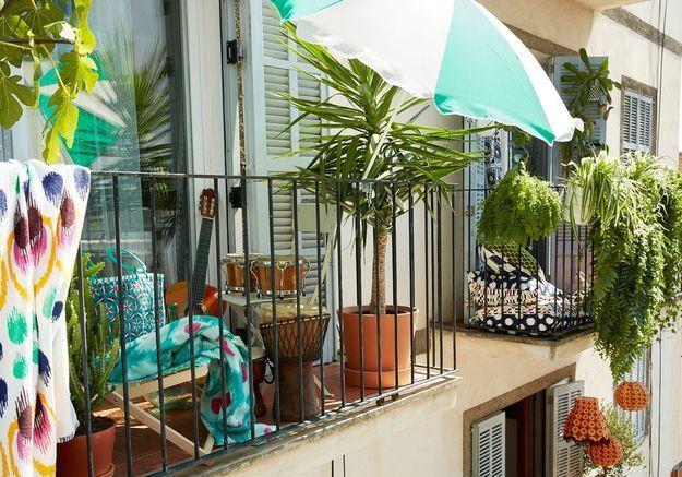 Oser la couleur pour un petit balcon dépaysant