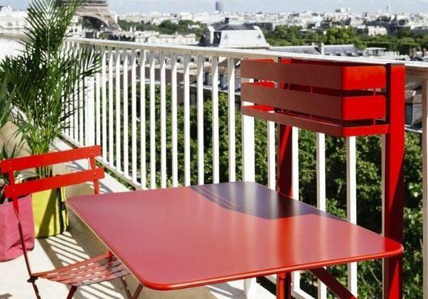 Une table de balcon Fermob