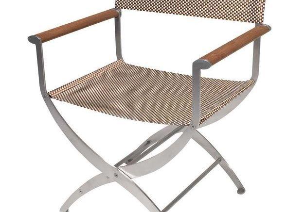 Une chaise en fer pliante